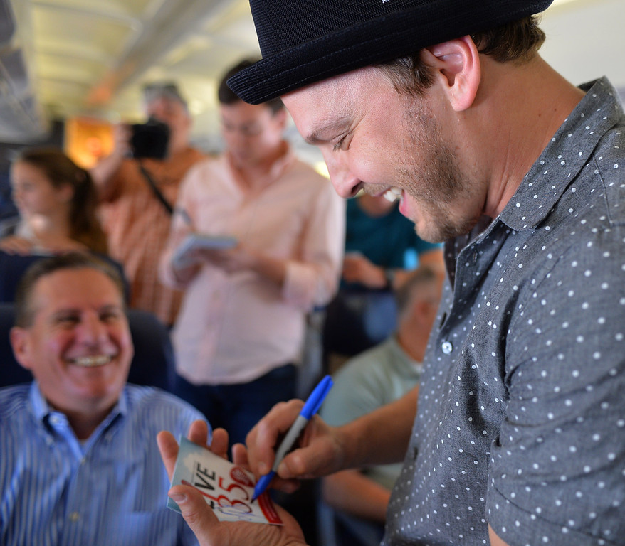 . 0822_NWS_TDB-L-SOUTHWEST-- 20130821 - Los Angeles, CA -- Staff Photo: Robert Casillas / LANG --- Southwest Airlines passengers traveling from Phoenix to LAX were treated to a mini-concert by singer-songwriter Gavin DeGraw Wednesday. The performance was part of  Live at 35 series.  DeGraw signs autographs for some of his new fans.
