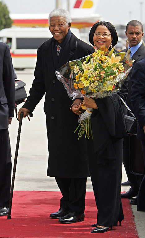 . MADRID, Spain:  Former South African President Nelson Mandela and his wife Graca Machel pose for photographers upon their arrival at Madrid\'s Barajas airport 21 May 2004 to attend the wedding of Spanish Crown Prince Felipe of Bourbon and former TVE journalist Letizia Ortiz.                          JAVIER SORIANO/AFP/Getty Images)