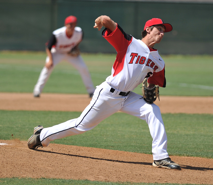 . 05-28-2013-( Sean Hiller/LANG) Mira Costa beat Elsinore 5-3 in Tuesday\'s CIF Southern Section Division III semifinal at Elsinore High School. Daniel Naus on the mound for Elsinore.
