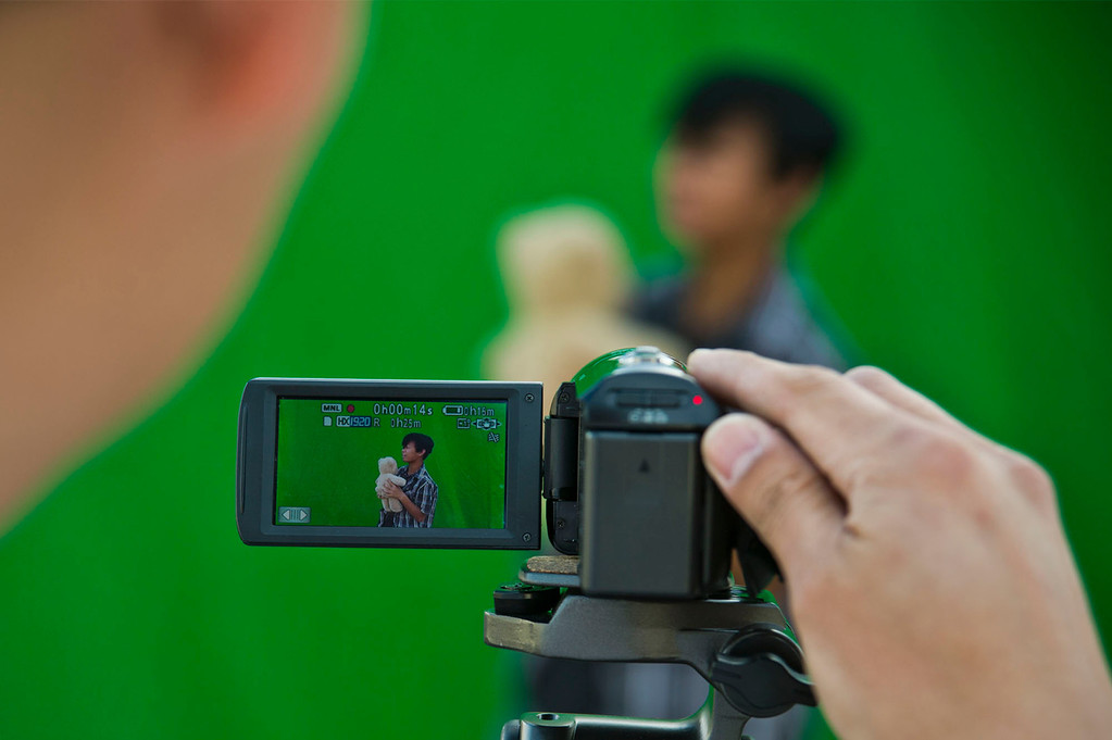 . Visual Fx Artist Roger Huynh teaches students how to make a commercial using a greenscreen at Oswalt Academy in Walnut on Friday, Feb. 15, 2013. Huynh has worked on �Wreck it Ralph� �BOLT� and �Lord of the Rings.\' (SGVN/Staff photo by Watchara Phomicinda)