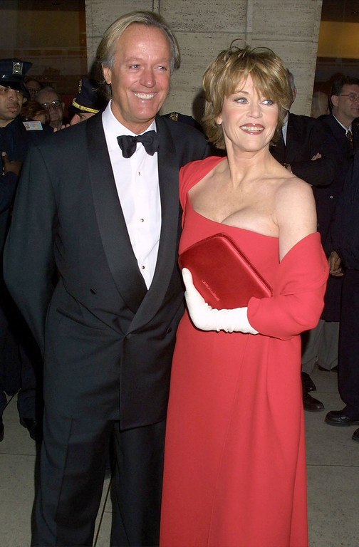 . 388935 17: Actor Peter Fonda and his sister Jane Fonda pose for photographers as they arrive for the Film Society of Lincoln Center Gala Tribute to Jane Fonda, May 7, 2001 at Lincoln Center in New York City. (Photo by George De Sota/Newsmakers)