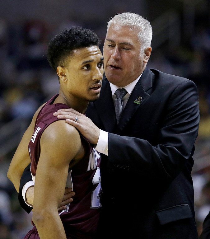. Montana head coach Wayne Tinkle, right, talks with Spencer Coleman during the first half of a second-round game in the NCAA college basketball tournament against Syracuse in San Jose, Calif., Thursday, March 21, 2013. (AP Photo/Ben Margot)