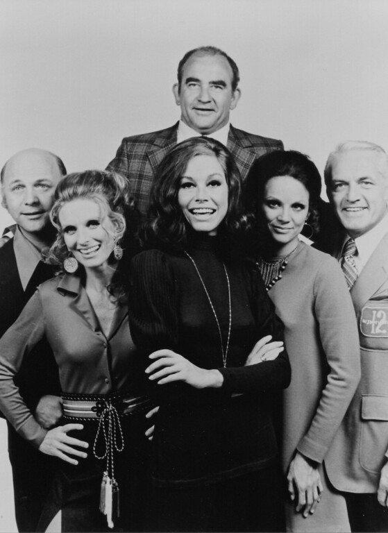 """. \""""The Mary Tyler Moore Show\"""" cast"""