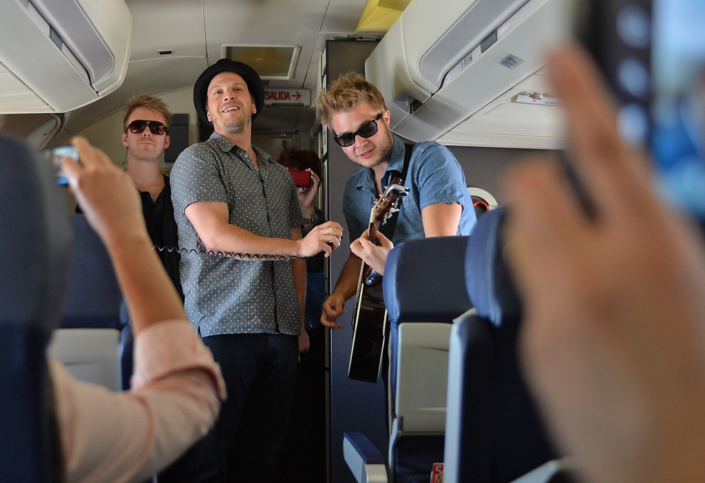 . 0822_NWS_TDB-L-SOUTHWEST-- 20130821 - Los Angeles, CA -- Staff Photo: Robert Casillas / LANG --- Southwest Airlines passengers traveling from Phoenix to LAX were treated to a mini-concert by singer-songwriter Gavin DeGraw Wednesday. The performance was part of  Live at 35 series. Passengers record performance.