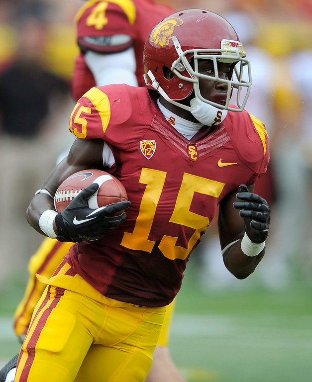 . WR Nelson Agholor runs a reverse at USC\'s Spring Football Game. (Michael Owen Baker/Staff Photographer)