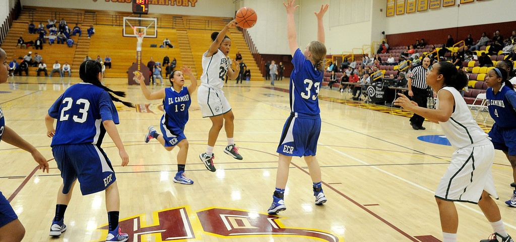 . 02-23-2012--(LANG Staff Photo by Sean Hiller)- Narbonne beat El Camino Real 47-39 in Saturday\'s L.A. City Section Division I semifinal girls basketball game. Narbonne\'s Jade Everage (20) passes over El Camino\'s Shaina Van Stryk (33) to Kiana Angel (4).