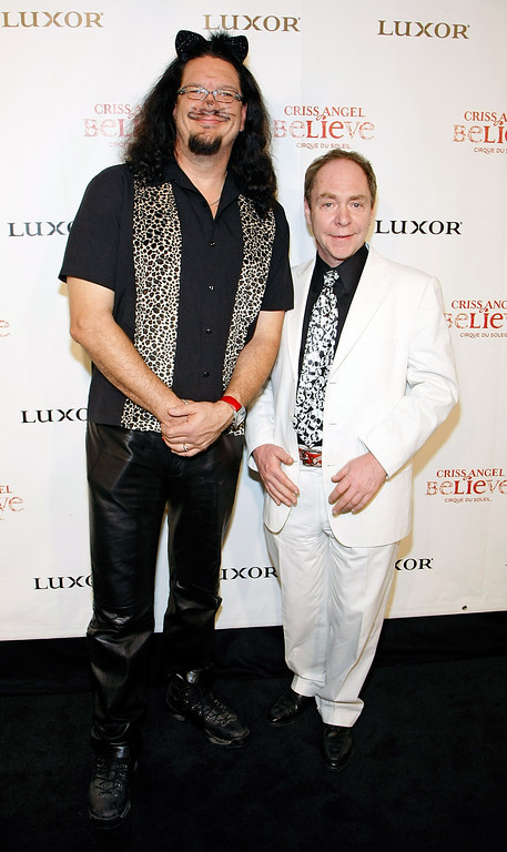 """. LAS VEGAS - OCTOBER 31:  Penn Jillette (L) and Teller of the comedy/magic duo Penn & Teller arrive at the gala premiere of \""""Criss Angel Believe\"""" by Cirque du Soleil at the Luxor Resort & Casino October 31, 2008 in Las Vegas, Nevada.  (Photo by Ethan Miller/Getty Images for Cirque du Soleil)"""