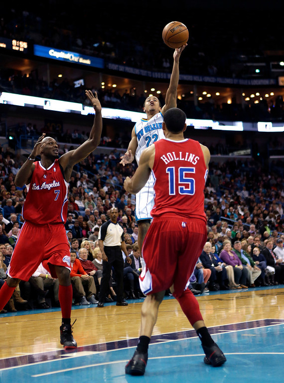 . Los Angeles Clippers small forward Matt Barnes (22) shoots over Los Angeles Clippers center Ryan Hollins (15) and power forward Lamar Odom (7) in the second half of an NBA basketball game in New Orleans, Wednesday, March 27, 2013. The Clippers won 105-91. (AP Photo/Gerald Herbert)