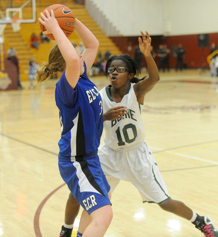. 02-23-2012--(LANG Staff Photo by Sean Hiller)- Narbonne beat El Camino Real 47-39 in Saturday\'s L.A. City Section Division I semifinal girls basketball game. Narbonne\'s Lauryn Catching (10) guards  El Camino\'s Shaina Van Stryk (33).