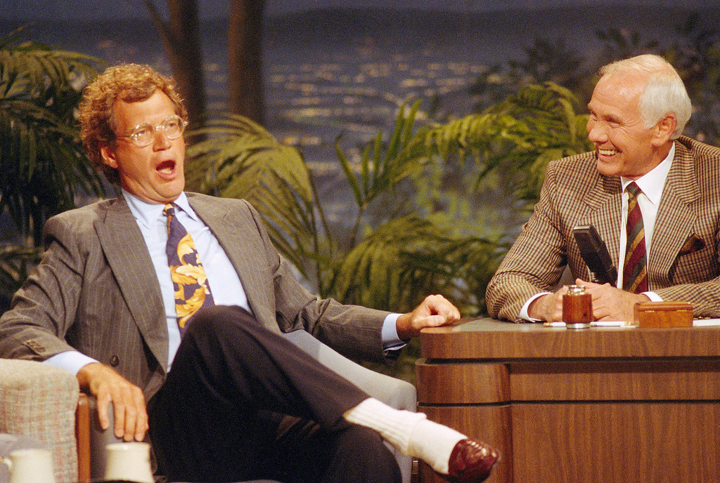 """. Talk show host David Letterman, left, gestures while talking with Johnny Carson during a taping of the \""""Tonight Show\"""" at the NBC studio in Burbank, Calif., Aug 30, 1991.  Letterman\'s presence on the \""""Tonight Show\"""" was his first appearance since Carson announced his retirement next year. Letterman and Jay Leno, who is Carson\'s regular guest host and was named as his replacement, were in contention for the job. (AP Photo/Bob Galbraith)"""