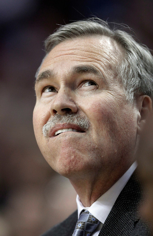 . Los Angeles Lakers coach Mike D\'Antoni looks up at the scoreboard during the first quarter of an NBA basketball game against the Portland Trail Blazers in Portland, Ore., Wednesday, April 10, 2013. (AP Photo/Don Ryan)