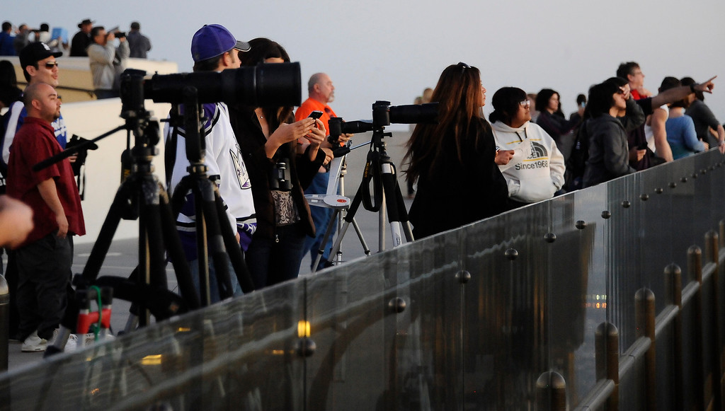 Description of . People gather to view the comet Pan-STARRS from the Griffith Park Observatory.