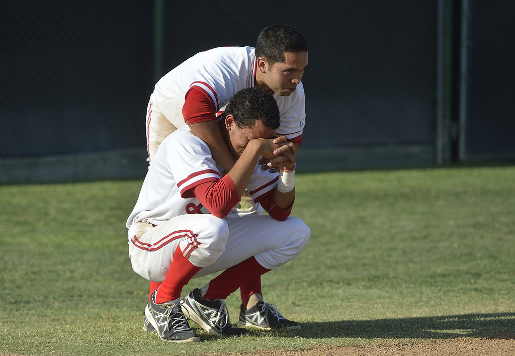 . LAKEWOOD, CALIF. USA -- Lakewood\'s Jonathan Pasillas (10) consoles  J.P. Crawford (2) after their CIF-SS Division I playoff loss to Loyola in Lakewood, Calif., on Tuesday, May 21, 2013. Loyola defeated Lakewood, 6 to 3. Photo by Jeff Gritchen / Los Angeles Newspaper Group