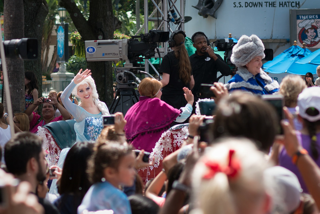 Anna and Elsa's Royal Welcome at Disney's Hollywood Studios
