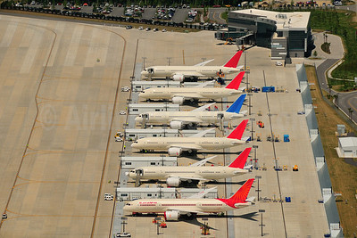 Boeing 787 Flight Line Charleston, South Carolina (CHS) (Arisara Petersen). Image: 911882.