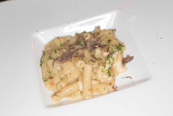 Maccheroncini with spiny lobster and black truffle