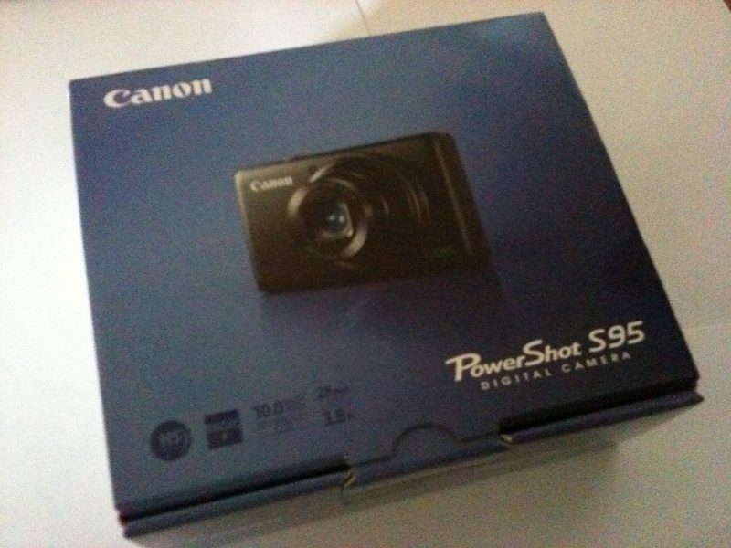 Canon S95 Camera Unboxing