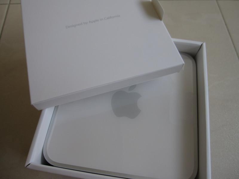 Unboxing Apple Mac Mini 2009
