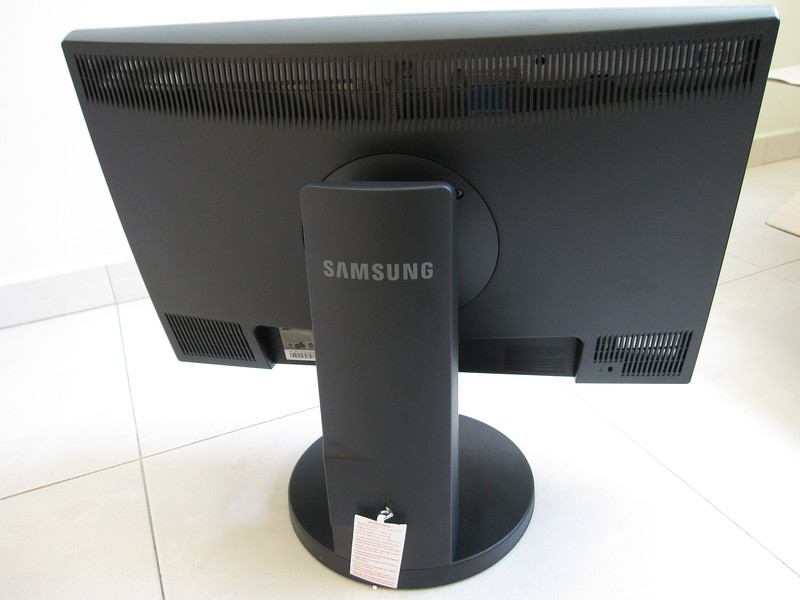 Unboxing Samsung 2443BW LCD Monitor