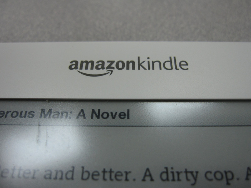 Photos of Kindle 2 and Sony Reader