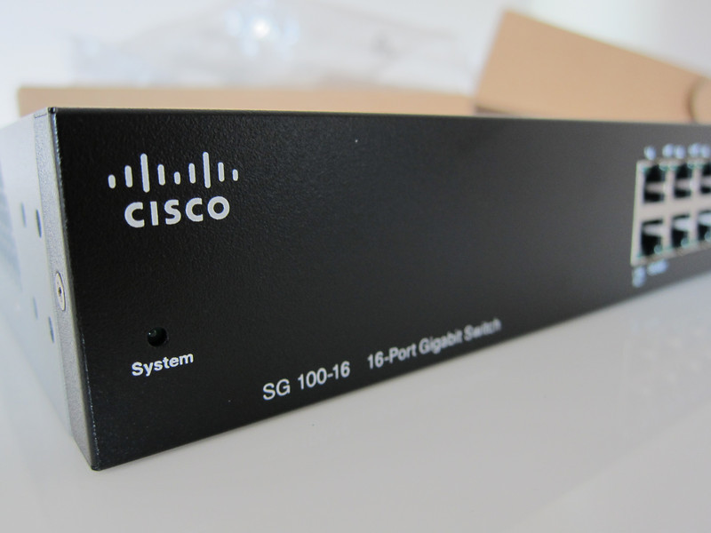 Cisco SR2016T 16-Port Rackmount 10/100/1000 Gigabit Switch
